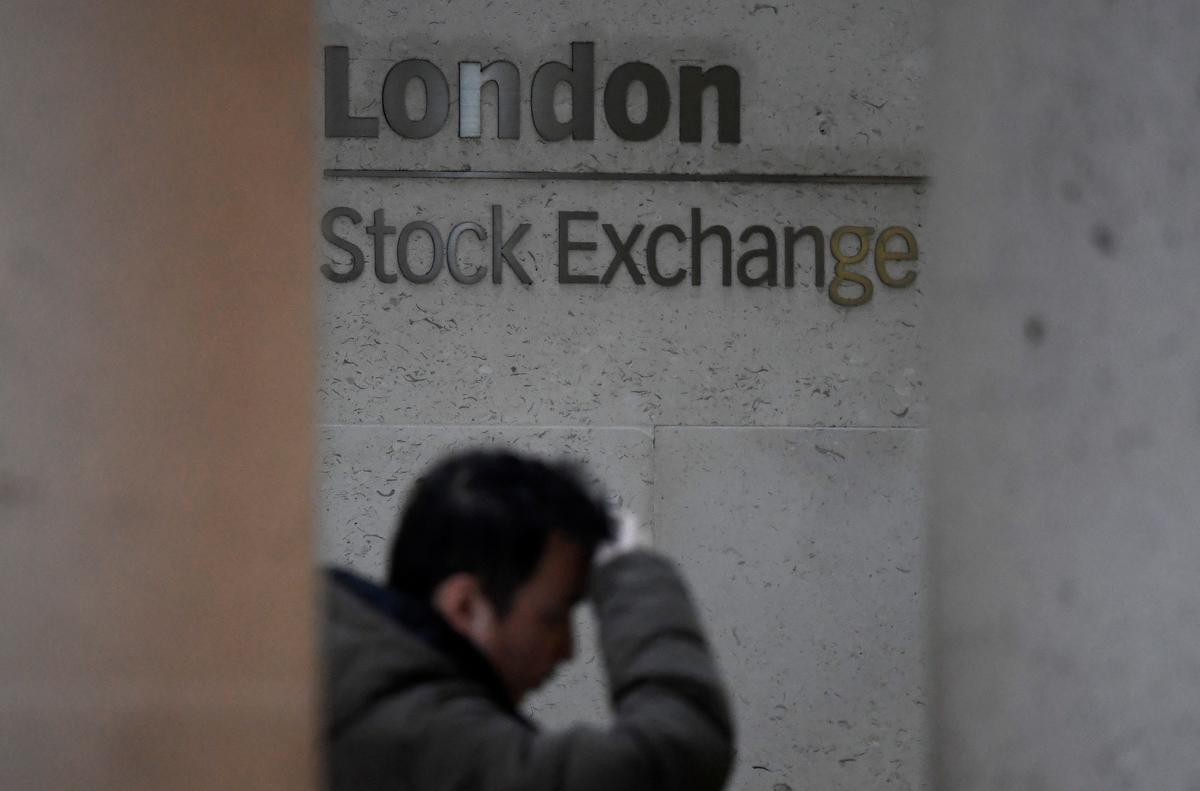 World stocks end four-day winning streak as U.S.-China tensions grow